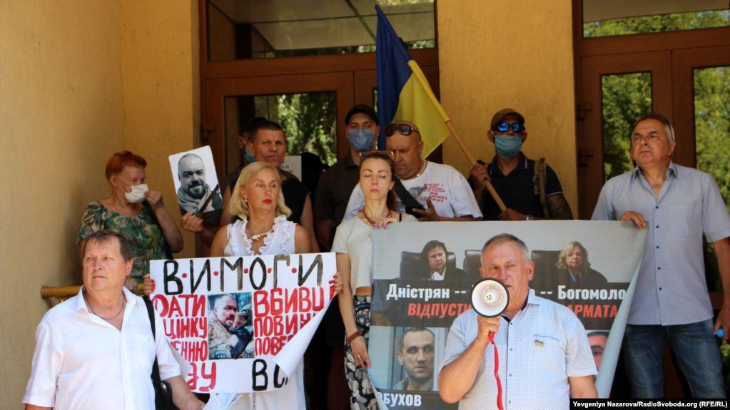 Инициировать вопрос об изменении меры пресечения, утверждает прокурор, можно лишь в случае нарушения этими лицами условий домашнего ареста / radiosvoboda.org