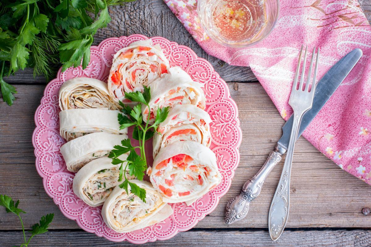 Закуски на новорічний стіл - страви з лаваша / фото ua.depositphotos.com