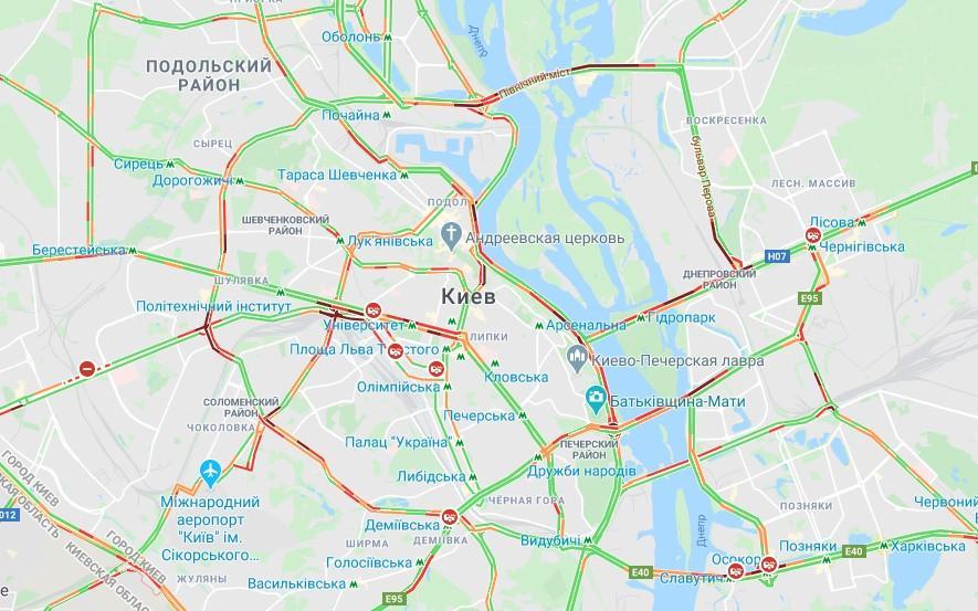 Традиционно остановилось движение на мостах /Скриншот Google Maps