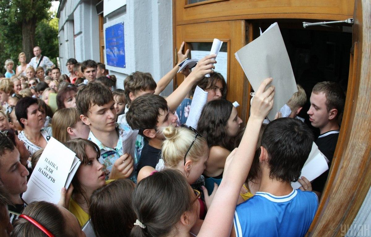 Вступна кампанія - вступ до ВНЗ - правила вступу для абітурієнтів з окупованих територій / Фото УНІАН