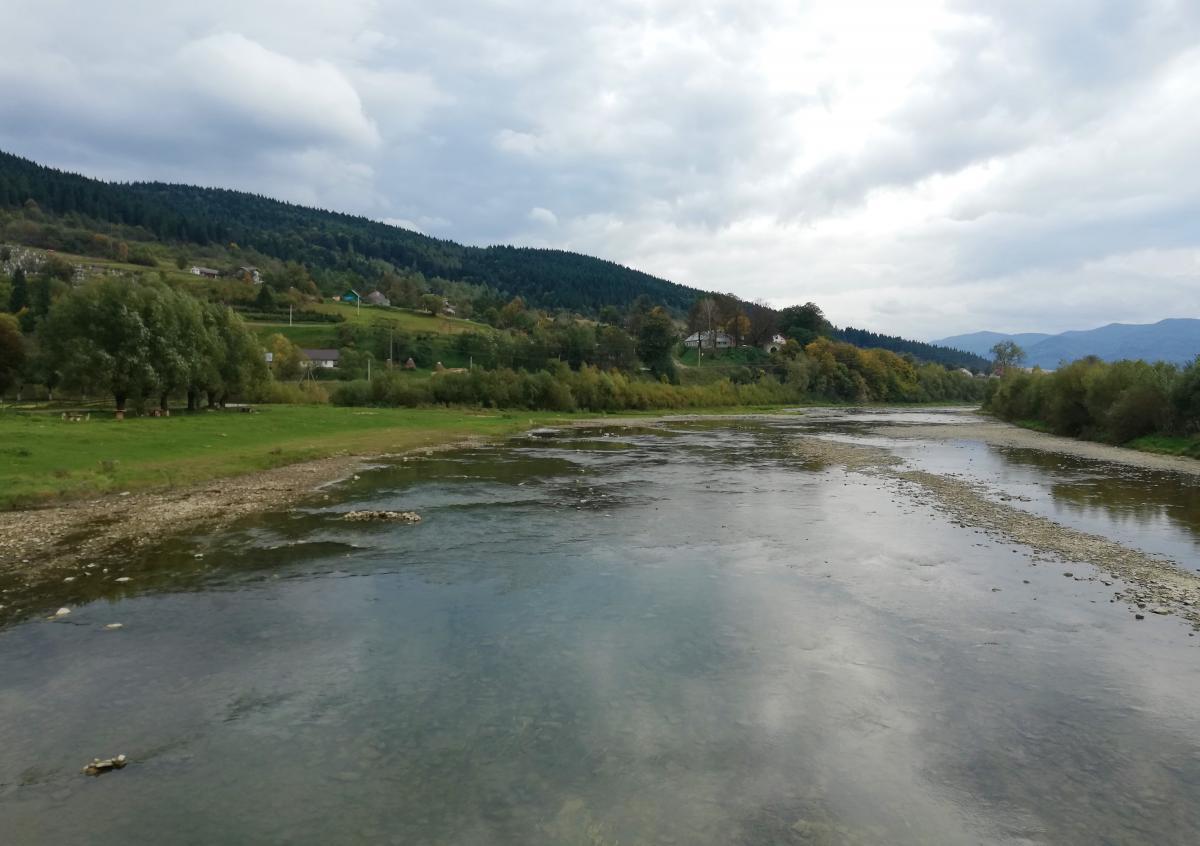 Стрый - одна из самых известных горных рек Карпат / фото Марина Григоренко