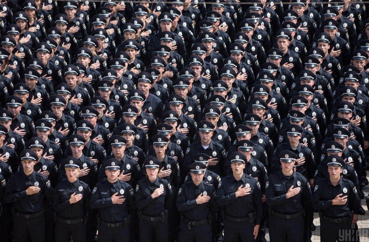 4 июля 2015 года первые патрульные полицейские приняли присягу / фото УНИАН