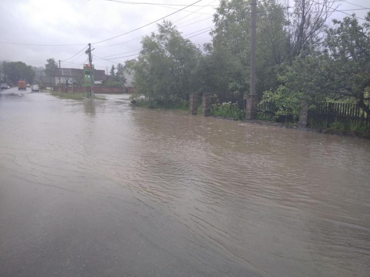 В местах прохождения сильных ливней будет происходить(на малых водотоках и в верховьях рек) быстрое повышение уровней воды на 0,5-1,0 м / zk.dsns.gov.ua
