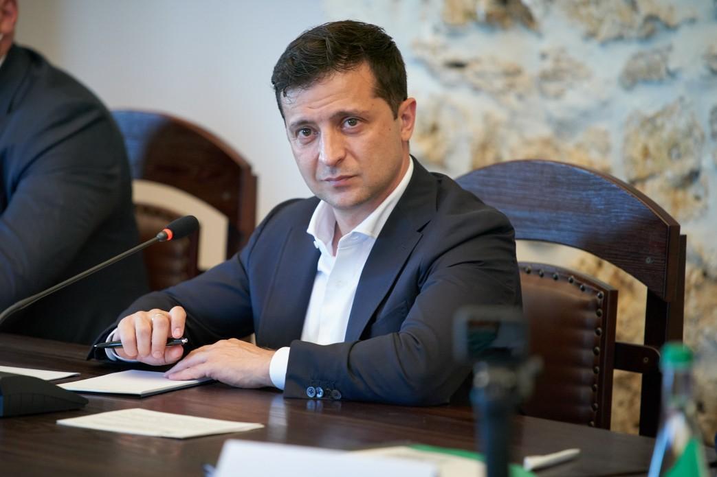 Зеленский отреагировал на призывы представить проект изменений в Конституцию об особом статусе Донбасса / фото president.gov.ua