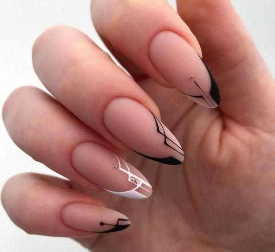 Геометрія на нігтях / фото pinterest.com