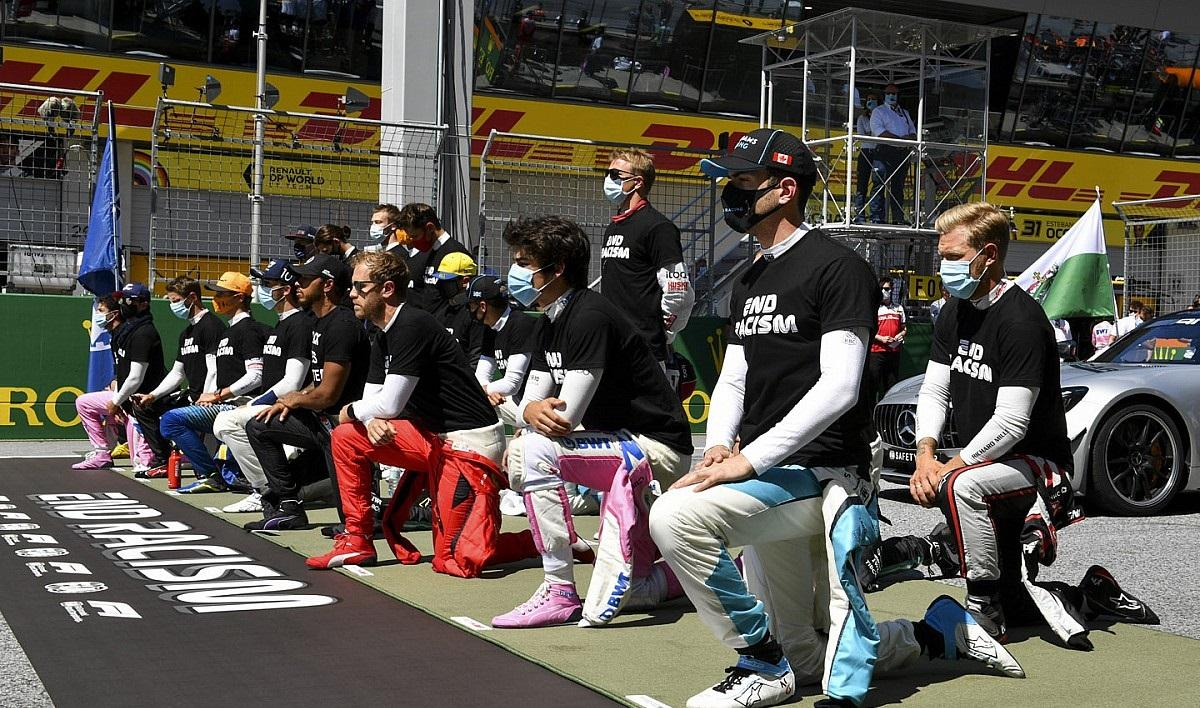 Все пилоты были в футболках против расизма / фото motorsport.com