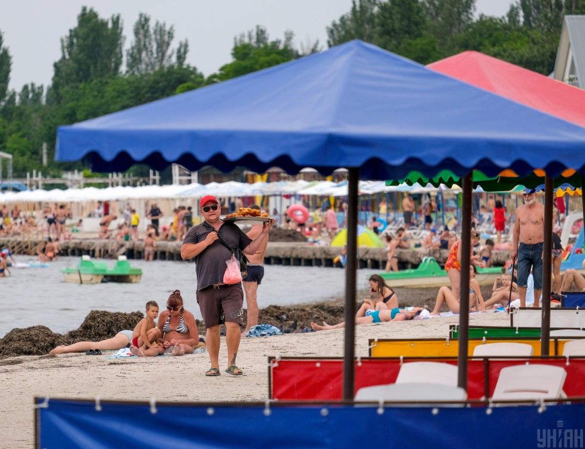 Цього року великою популярністю користується відпочинок в Коблево, Лазурному і Затоці / УНІАН