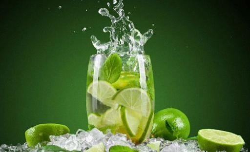 Классический рецепт мохито всегда идет с алкоголем / alcorecept.ru