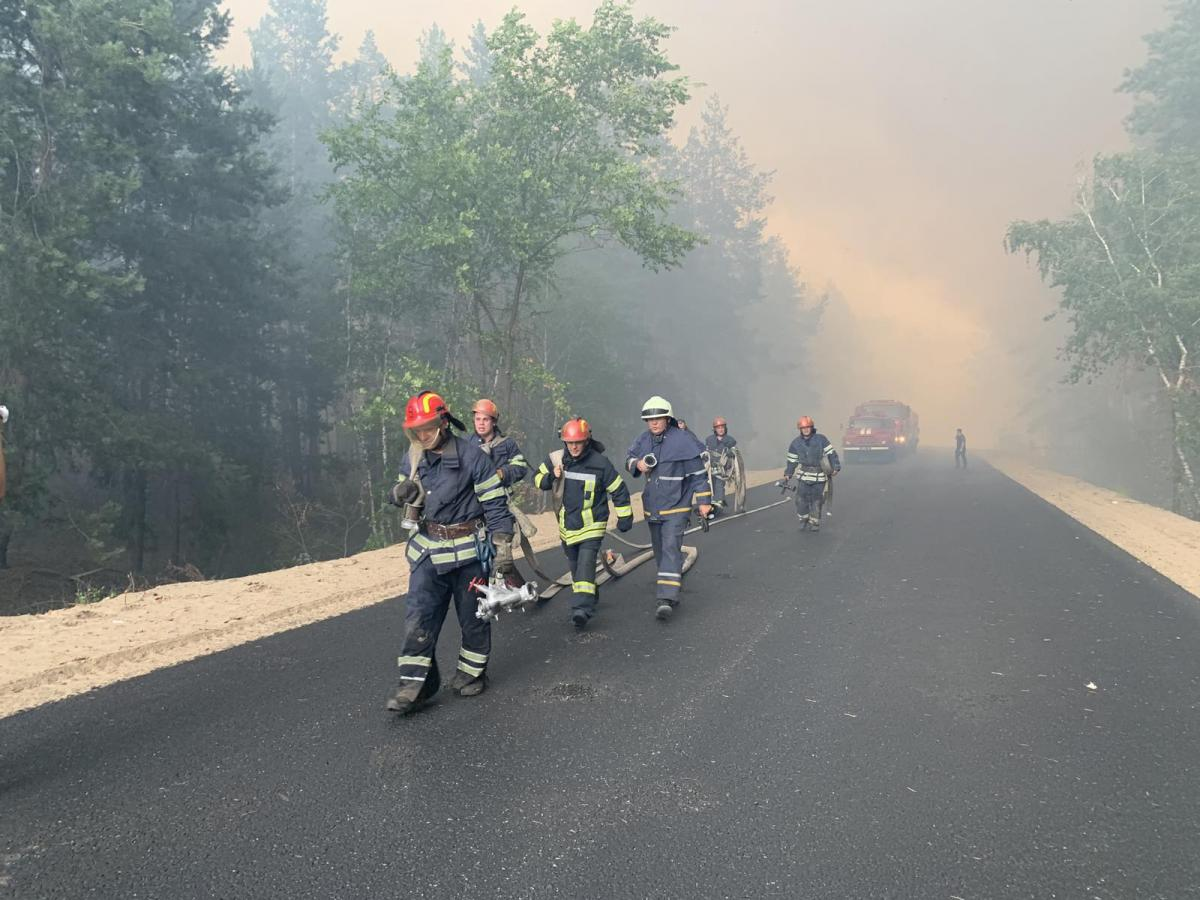 Firefighters from Kharkiv, Donetsk, Dnipropetrovsk, Poltavaen route to the scene / Fhoto from State Emergency Service