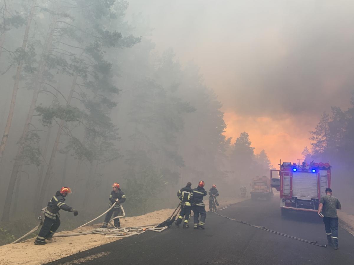 К тушению пожарапривлечено почти 300 спасателей / фото ГСЧС