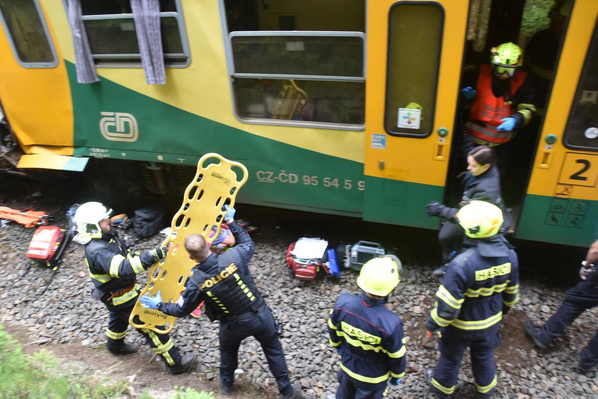 Внаслідок лобового зіткнення близько 30 людей отримали поранення /REUTERS