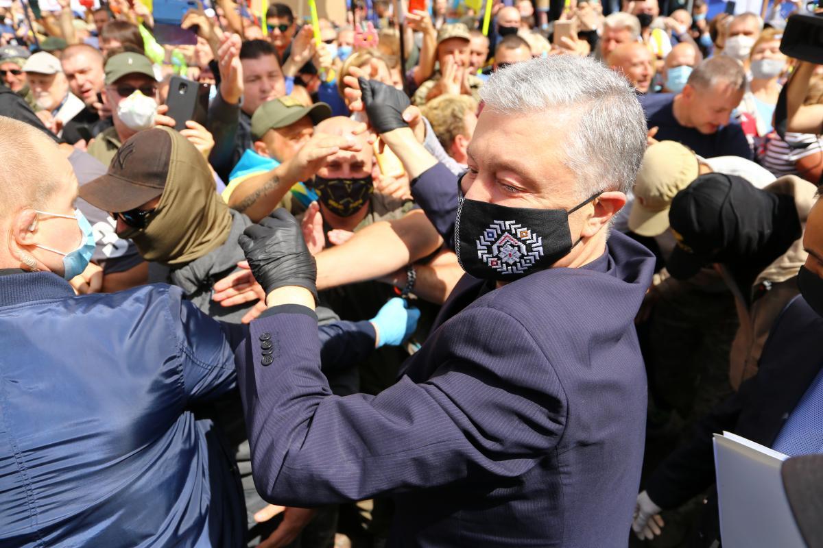 Керівник слідчої групи заявив на камеру про тиск, який чинили на правоохоронців під час розслідування/ фото УНІАН