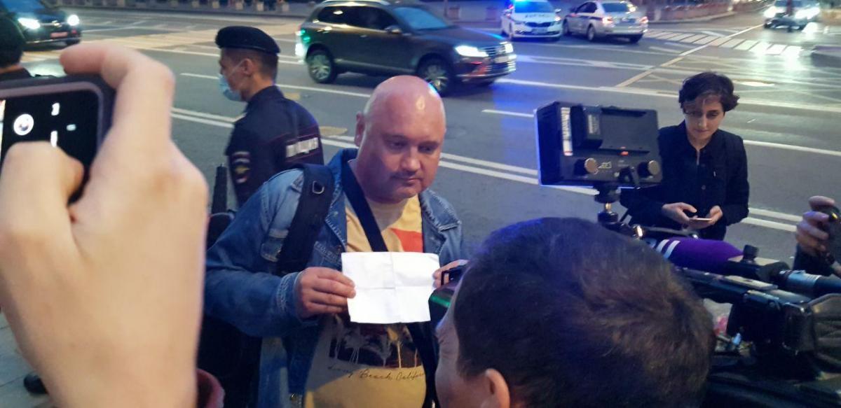 Журналіст допомагав оператору / фото Коммерсантъ FM 93,6