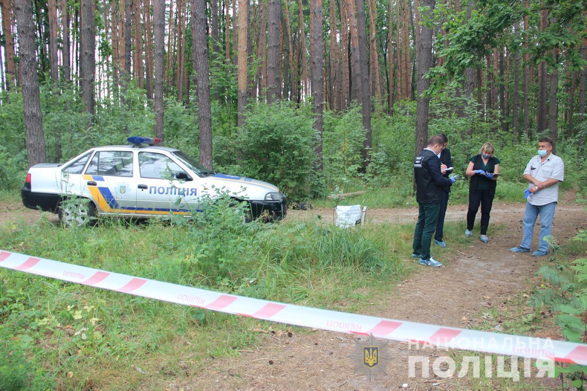 Тело женщины с явными признаками насильственной смерти нашли в лесной чаще / фото полиция области
