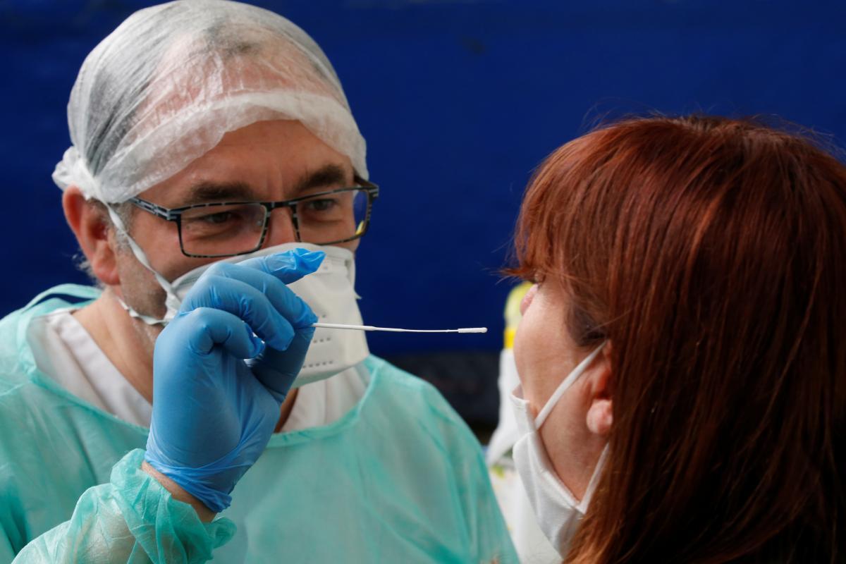 Существует три группы тестов на коронавирус / REUTERS