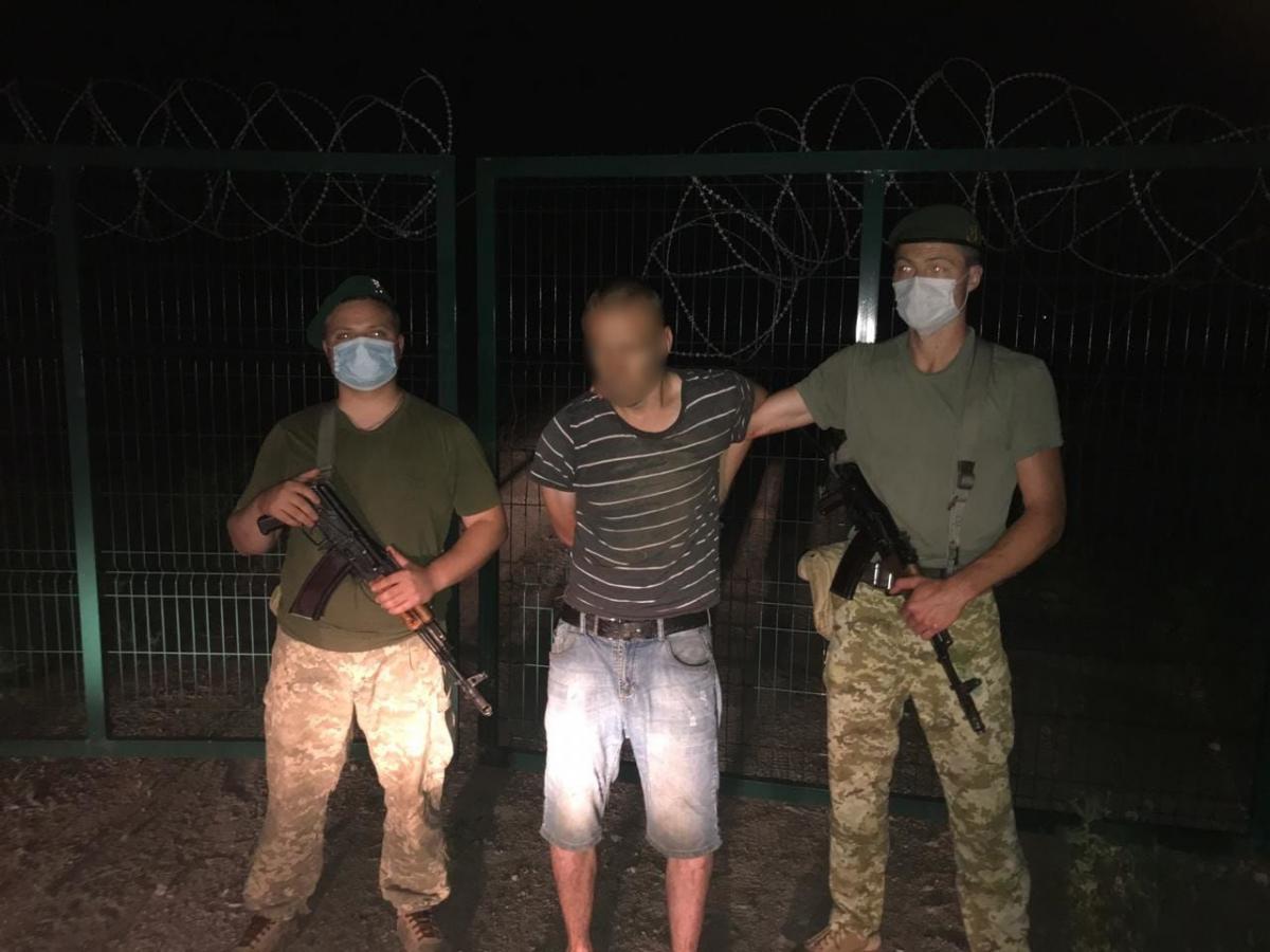 Нарушителя задержали / фото Государственная пограничная служба Украины