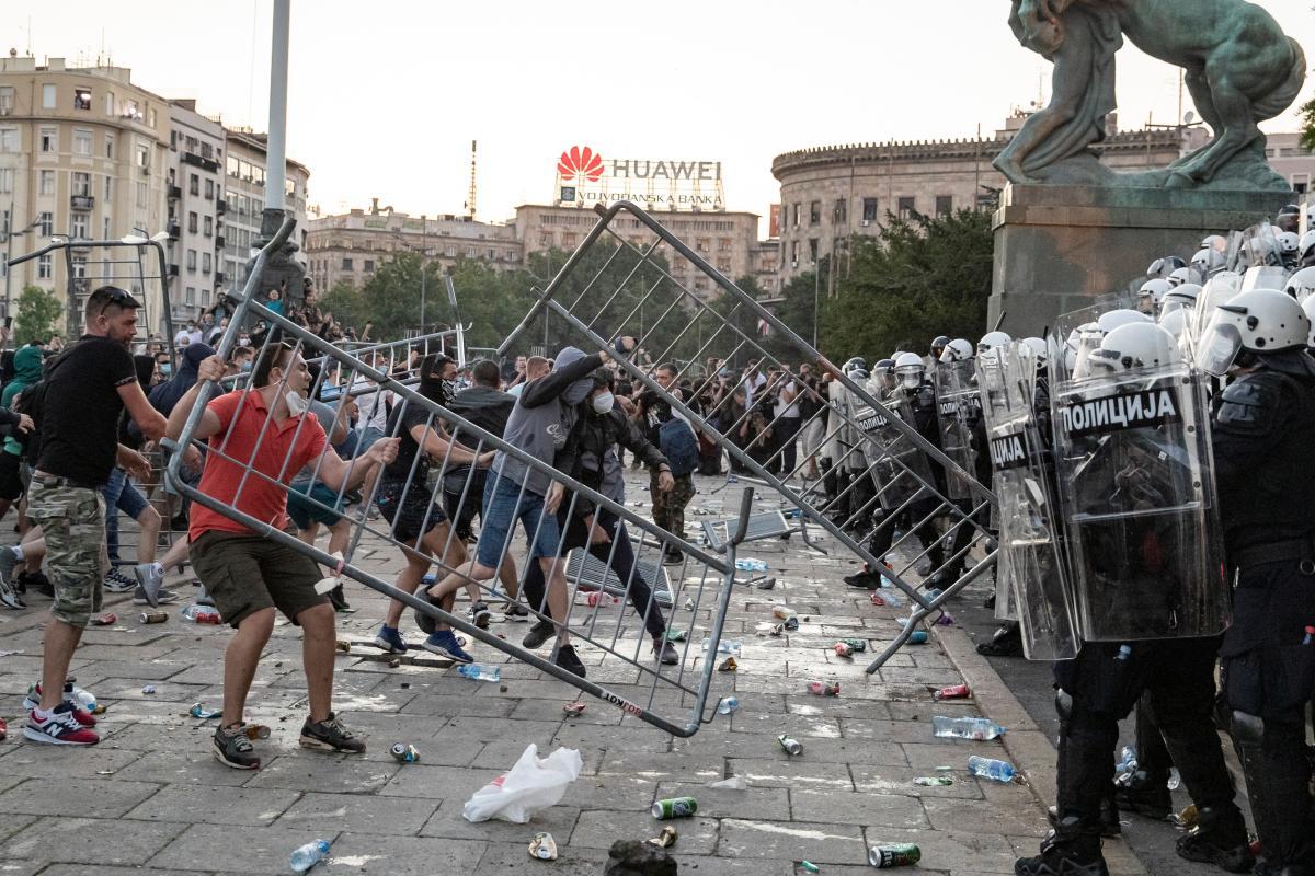 В Сербии продолжаются антиправительственные протесты / REUTERS
