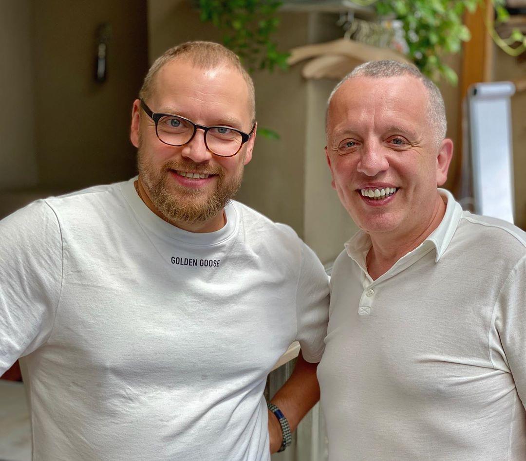 Сава Лібкін і Андрій Федорів готують печенюз чорносливом / фото instagram.com/savvalibkin