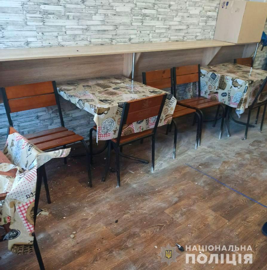 По предварительной информации, в кафе бросили петарду / фото Нацполіція