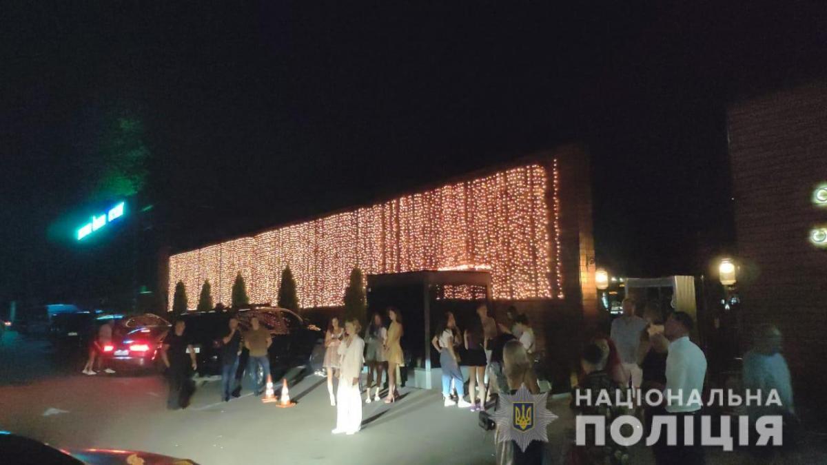 Під Києвом поліція влаштувала рейд до нічного клубу / kv.npu.gov.ua