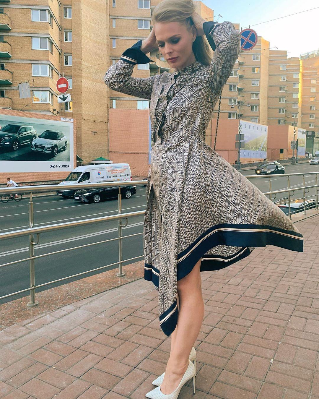 Оля надела каблуки / фото instagram.com/freimutolia