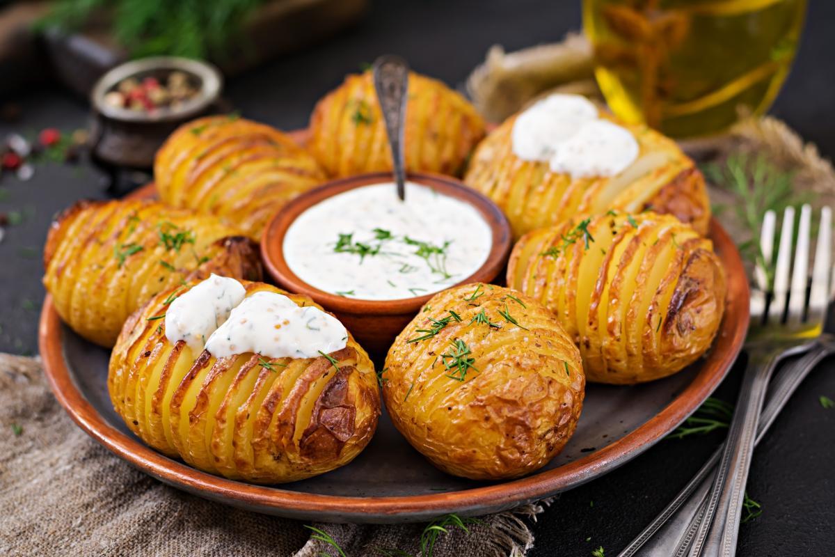 Вкусная запеченная картошка-гармошка - рецепт / фото ua.depositphotos.com