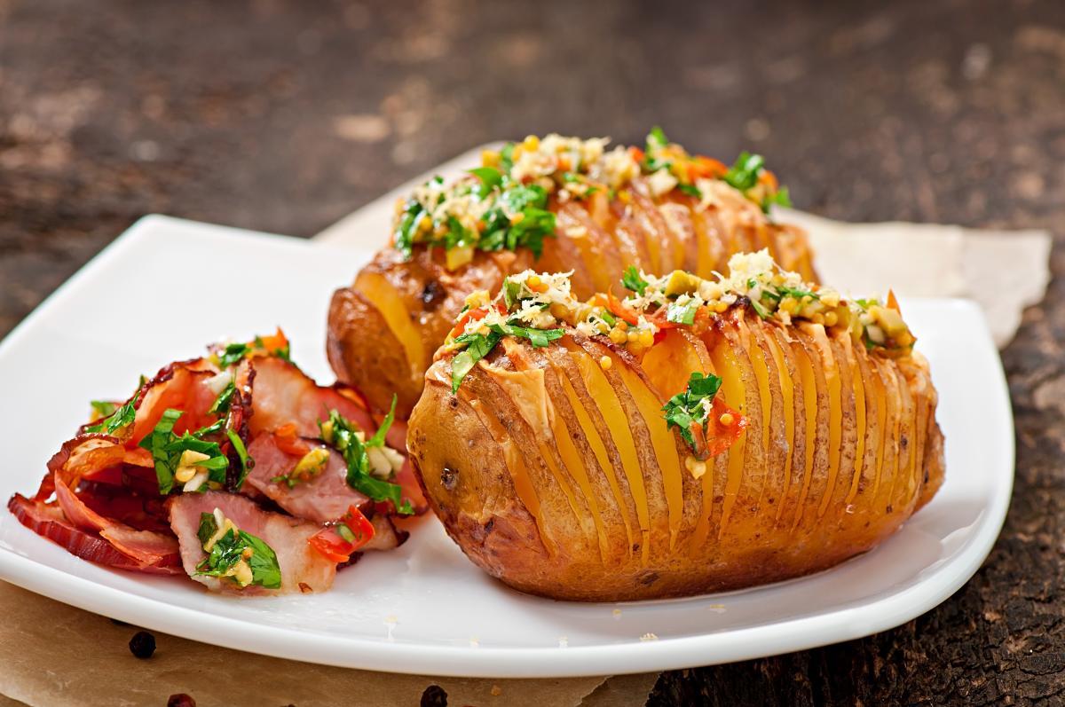 Как приготовить картошку-гармошку в духовке / фото ua.depositphotos.com