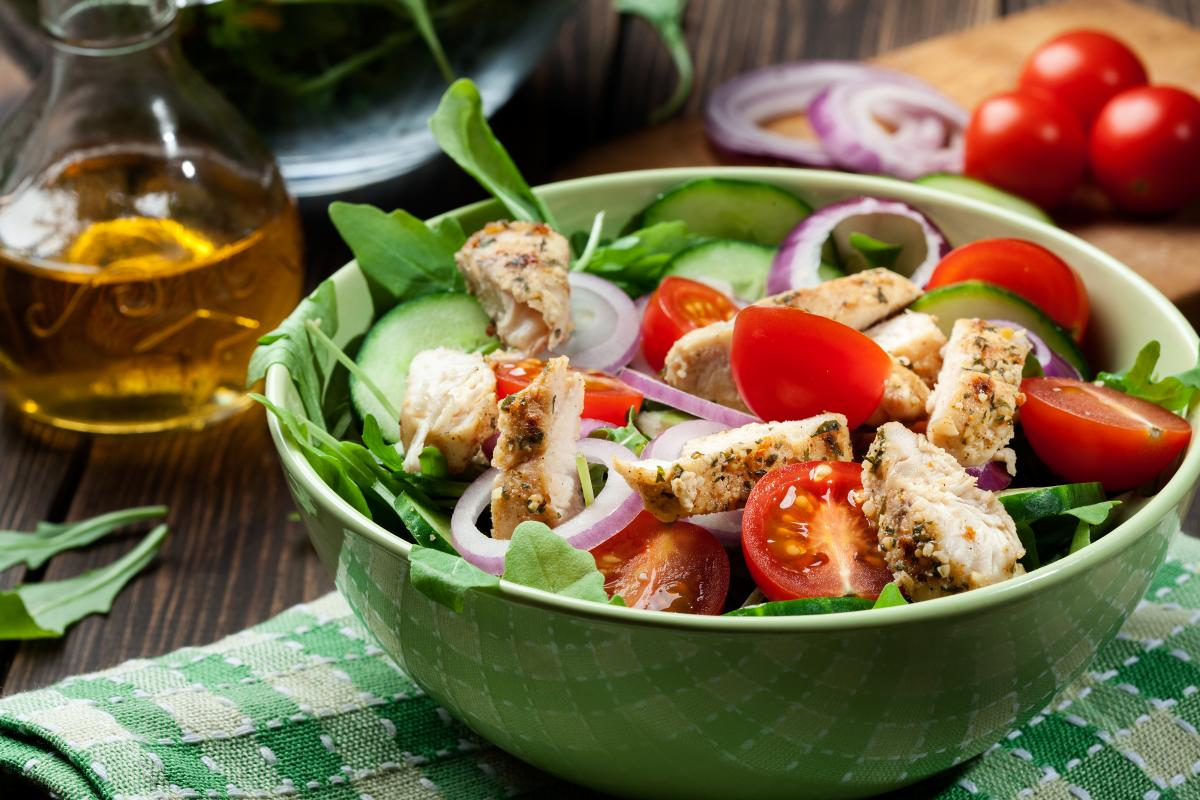 Вкусный салат с курицей - рецепт / фото ua.depositphotos.com