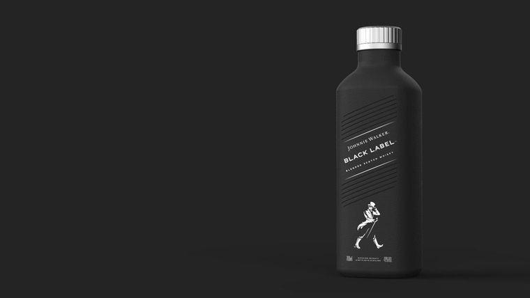 Вид бутылки виски Johnnie Walker, сделанной из материала на бумажной основе, которые выйдут в продажу с 2021-го / Фото: Diageo
