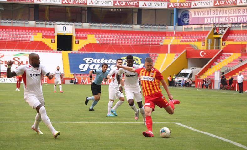 Артем Кравец принес своей команде ничью / фото facebook.com/KayserisporFK