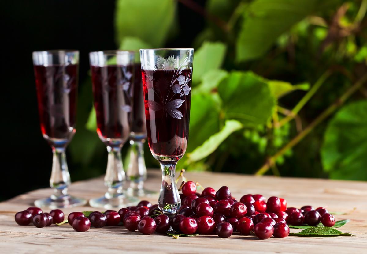 Вкусная вишневая наливка - рецепт / фото ua.depositphotos.com