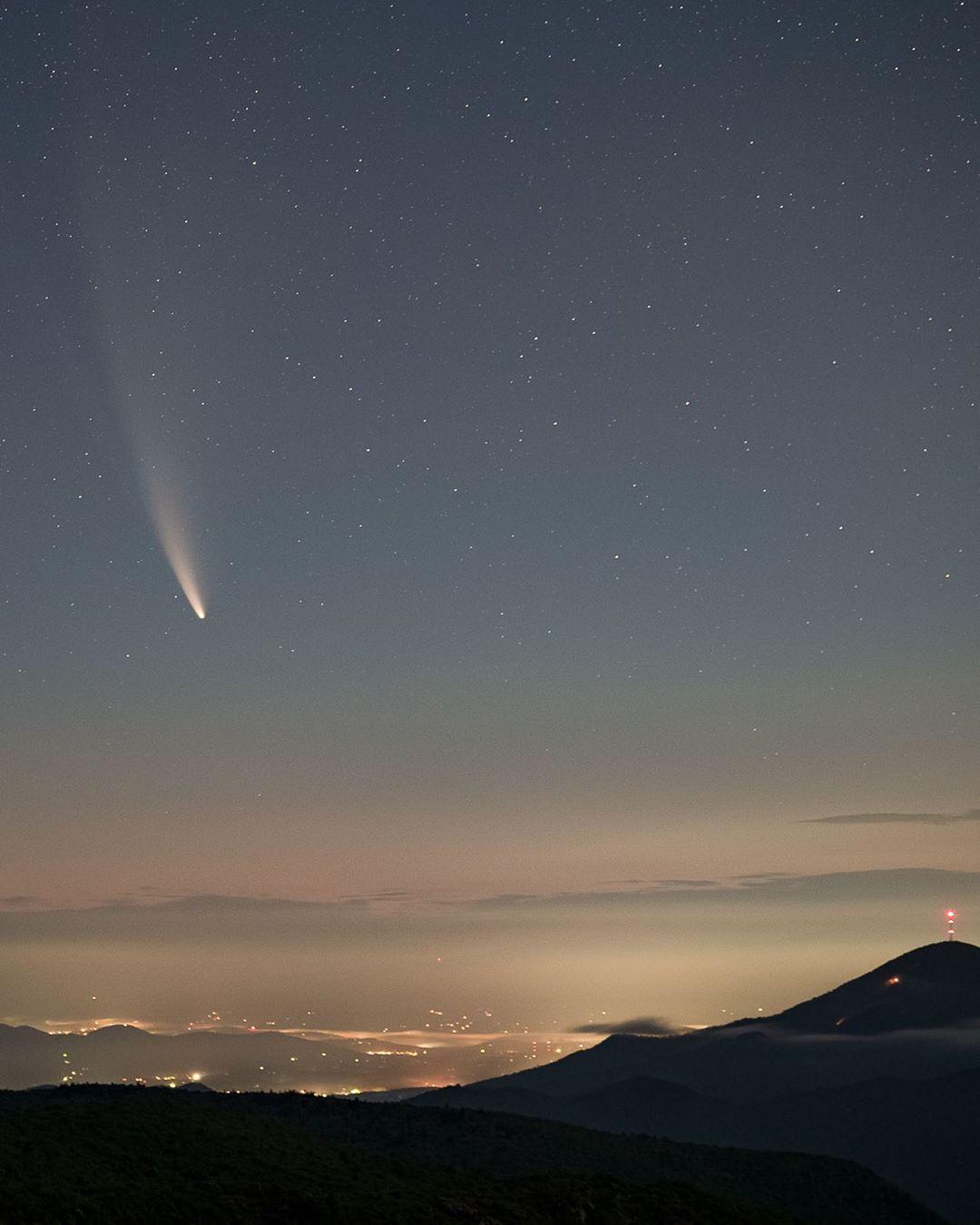 Возраст кометы около 4,5 млрд лет / фото instagram.com/ashevillepictures