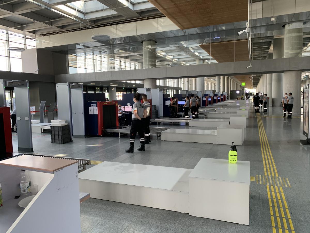 Первичный контроль безопасности аэропорта «Даламан» намного более комфортно обустроен для путешественника, чем украинские аналоги