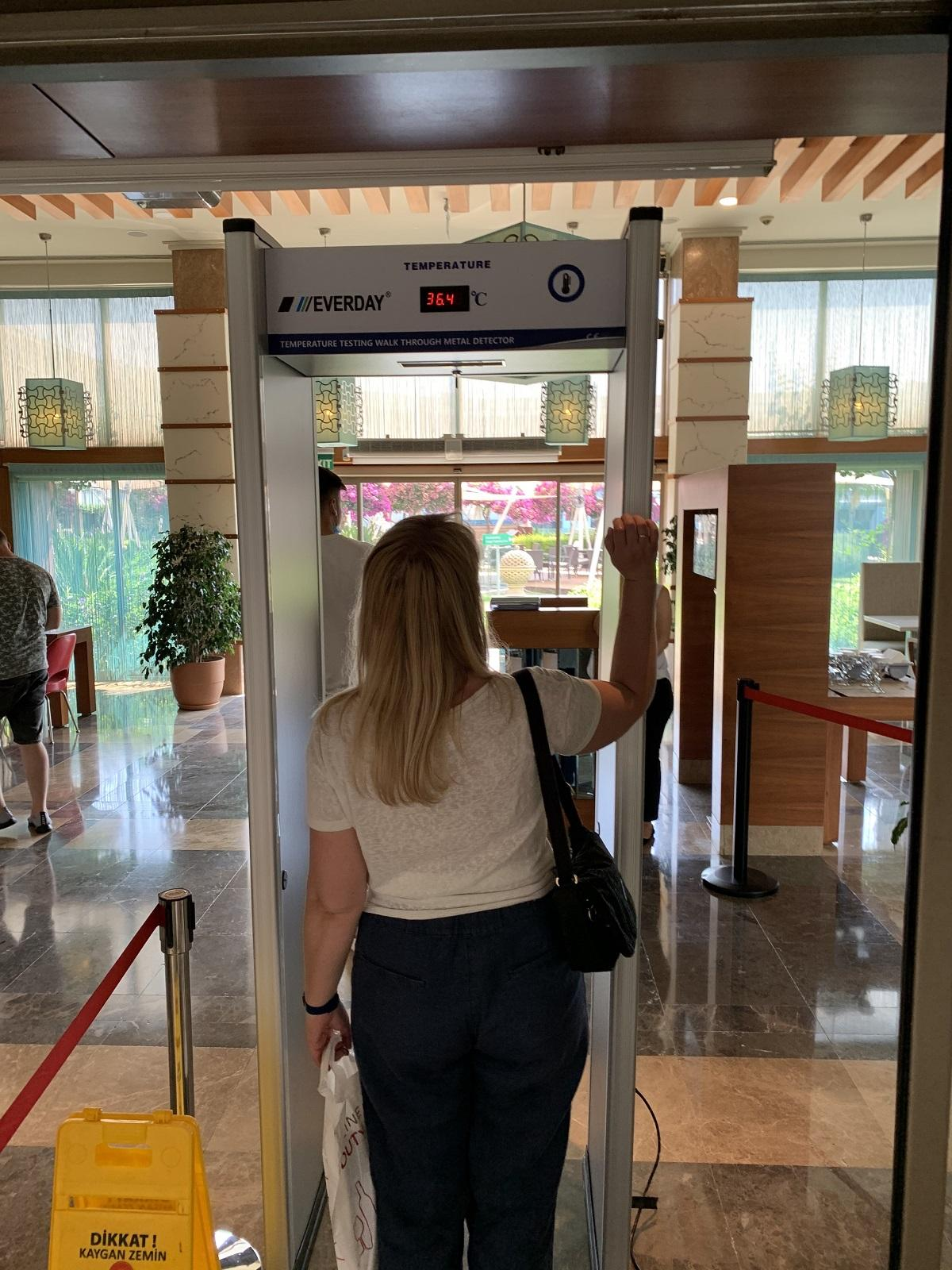 Не померяешь температуру – не позавтракаешь. Меры безопасности на входе в ресторан отеля Hilton Dalaman Sarıgerme Resort & Spa