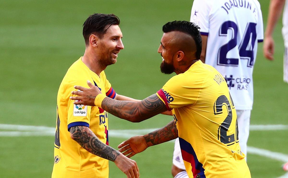Барселона будет играть в форме с классическими вертикальными полосами / фото REUTERS