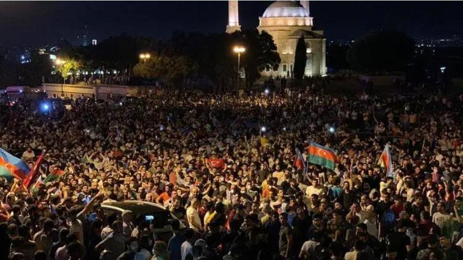 Правоохранители применили водометы против демонстрантов/ report.az