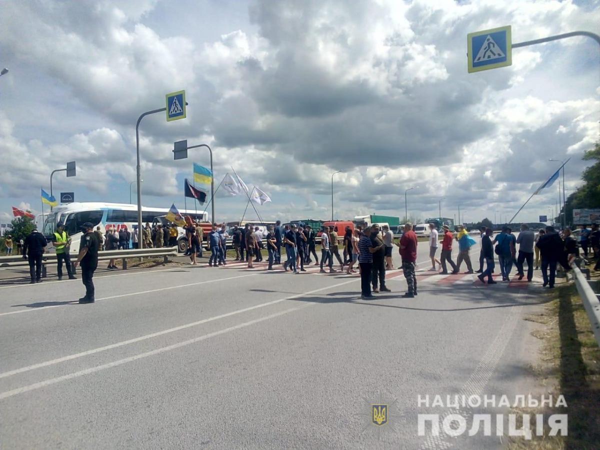 Трассу Киев-Чоп перекрыли / Полиция Житомирской области