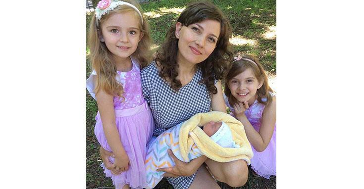 Женщина родила малыша под роддомом / фото 33kanal.com