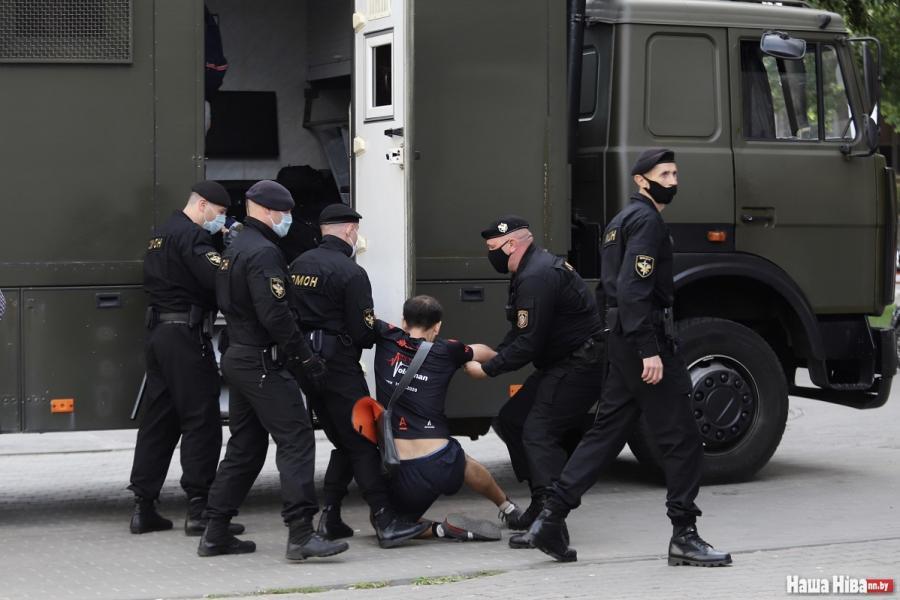 Протесты в Беларуси: начался жесткий разгон протестующих / фото: nashaniva