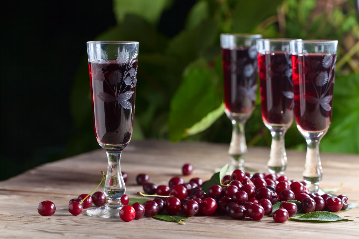 Рецепты вишневой наливки / фото ua.depositphotos.com
