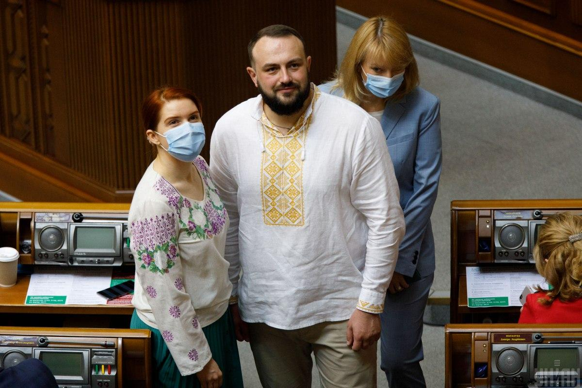 """Вышиванку нужно подбирать под """"лук"""" / фото УНИАН"""
