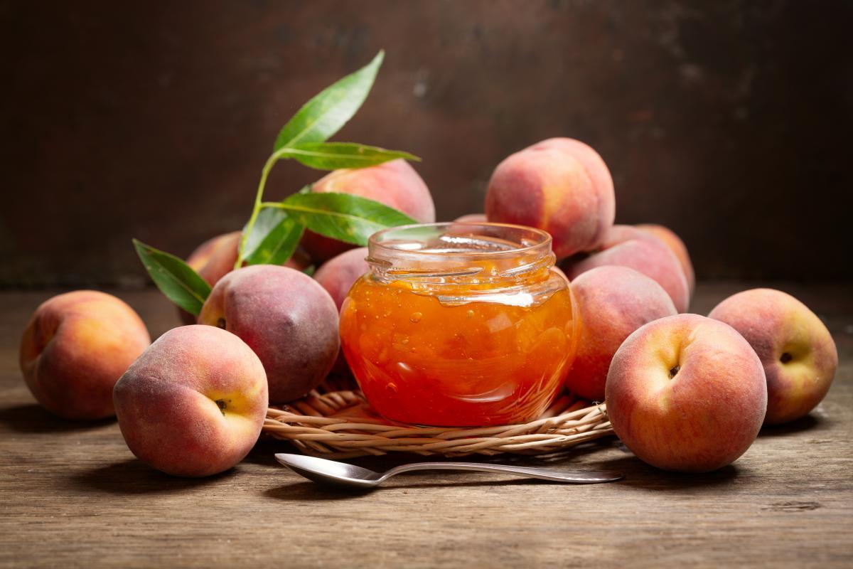 Як приготувати персикове варення / фото ua.depositphotos.com