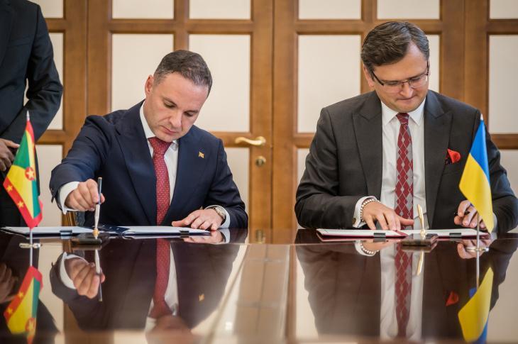 Посол Гренади в Російській Федерації Олег Фірер таДмитро Кулеба/ фото mfa.gov.ua