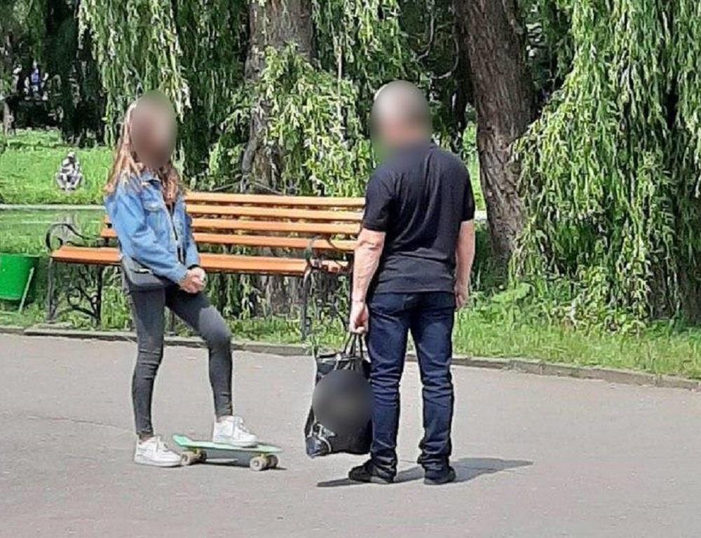 За декілька хвилин патрульні побачили ймовірного правопорушника, схожого за описом / Патрульна поліція Тернопільщини