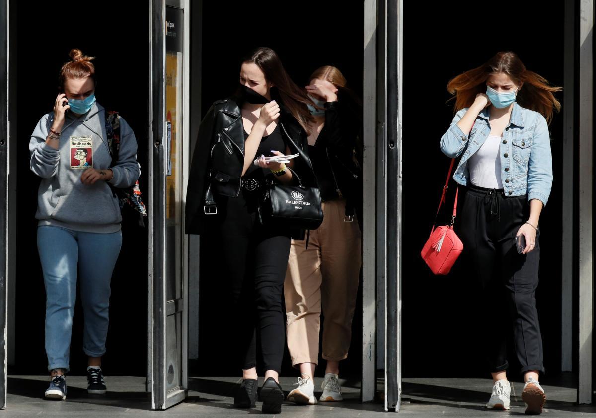 В Британии будут штрафовать за нарушение самоизоляции / фото REUTERS