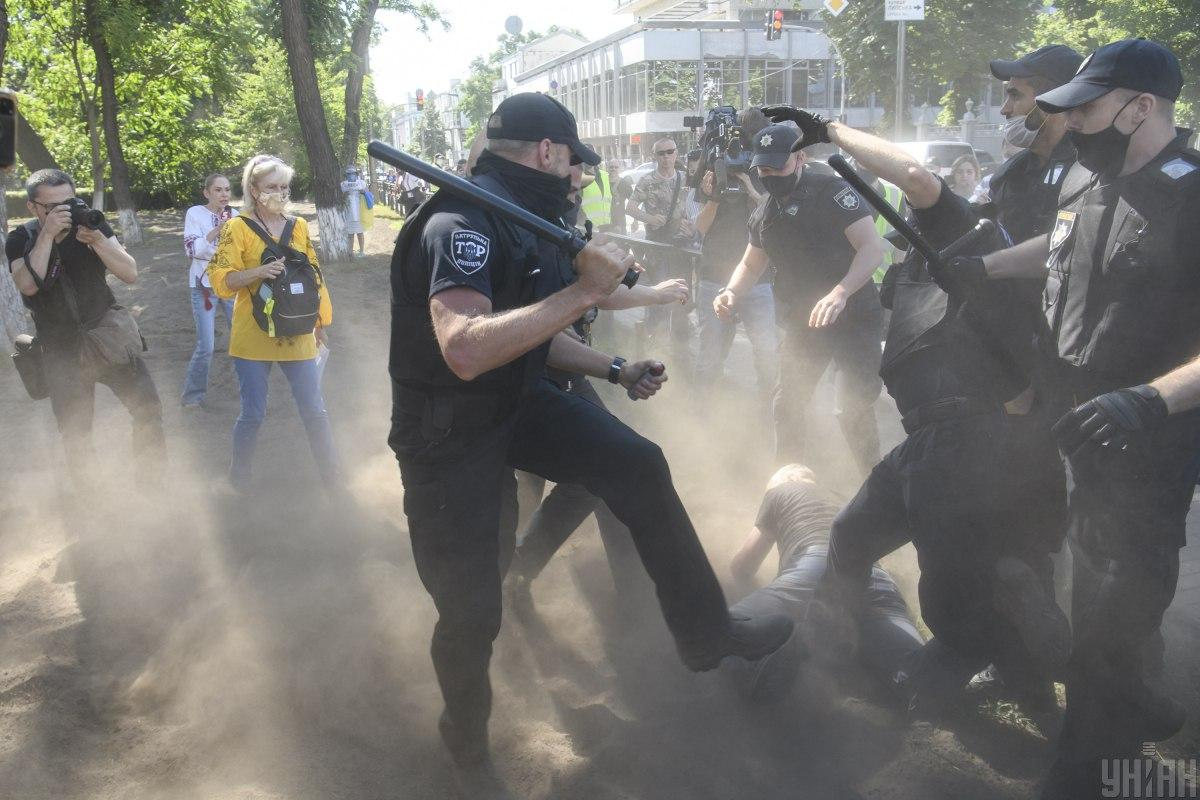 Clashes outside the Rada in Kyiv / Photo from UNIAN