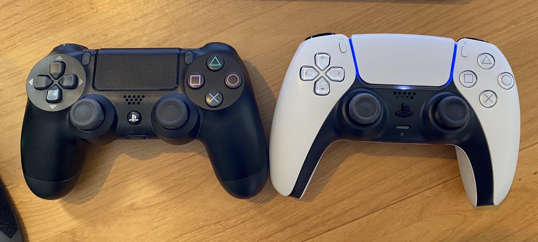 Слева геймпад о PS4, справа – от PS5 / twitter.com