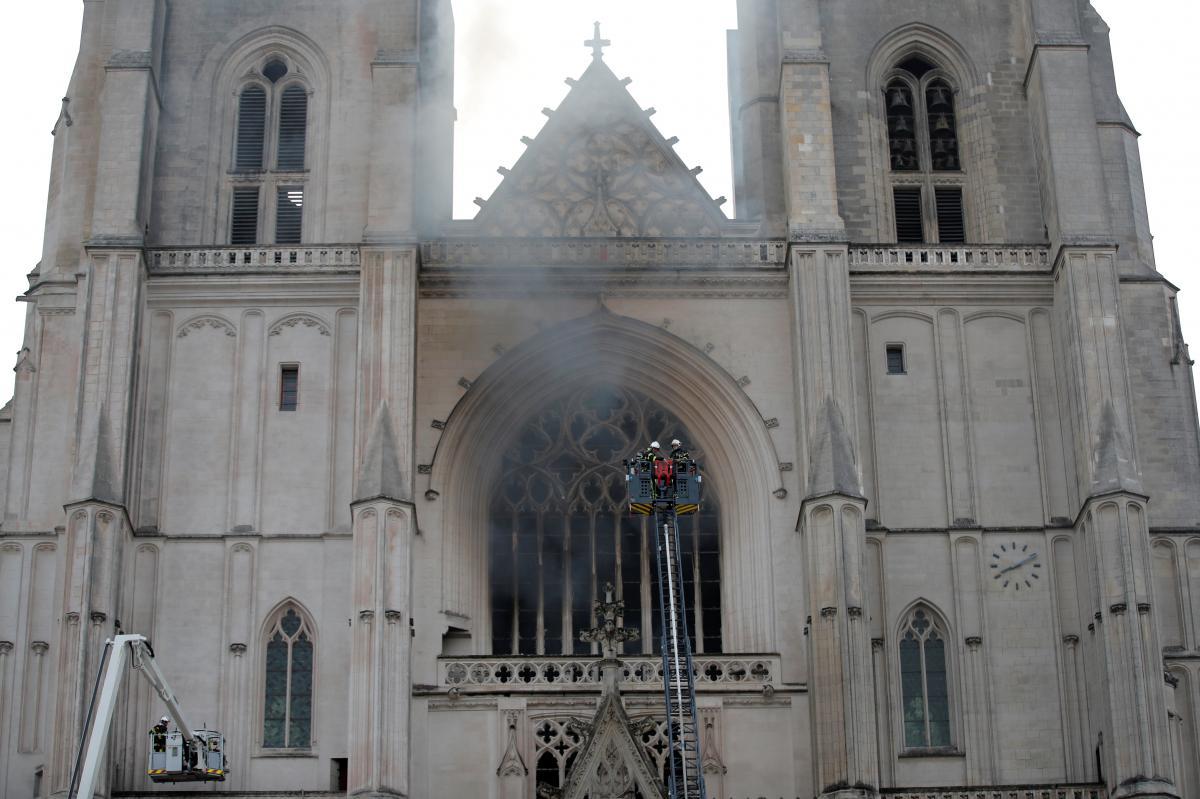 Пожар в соборе святых Петра и Павла, фото № 1