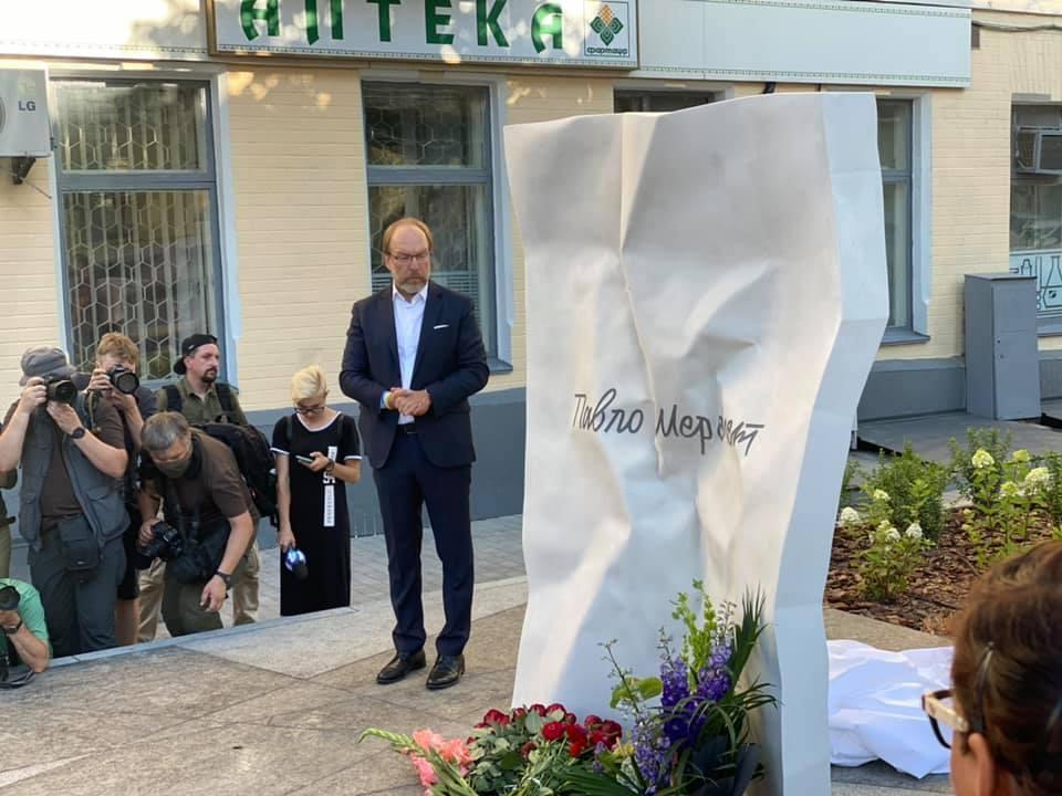 В Киеве открыли памятный знак Павлу Шеремету / фото facebook.com/MasiNayyem
