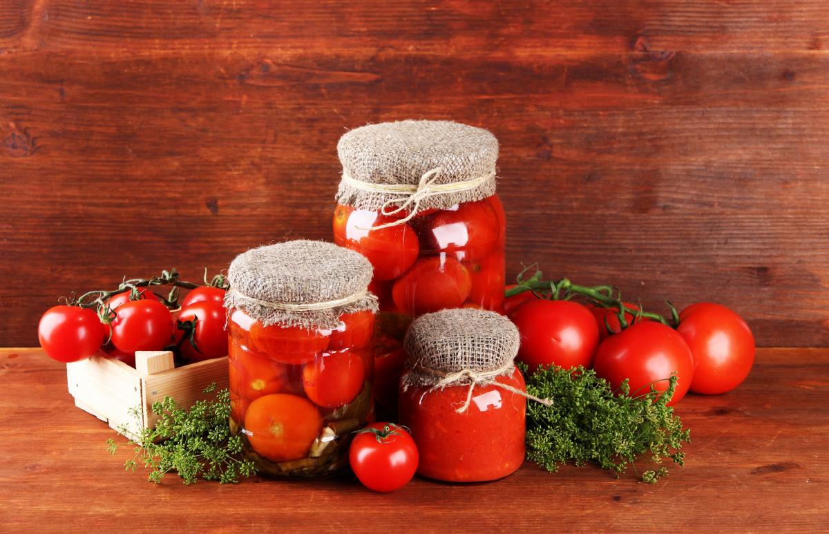 Консервированные помидоры / фото ua.depositphotos.com